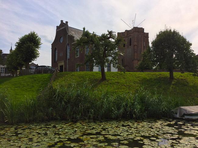 De Linge bij Acquoy met zicht op de scheve kerktoren