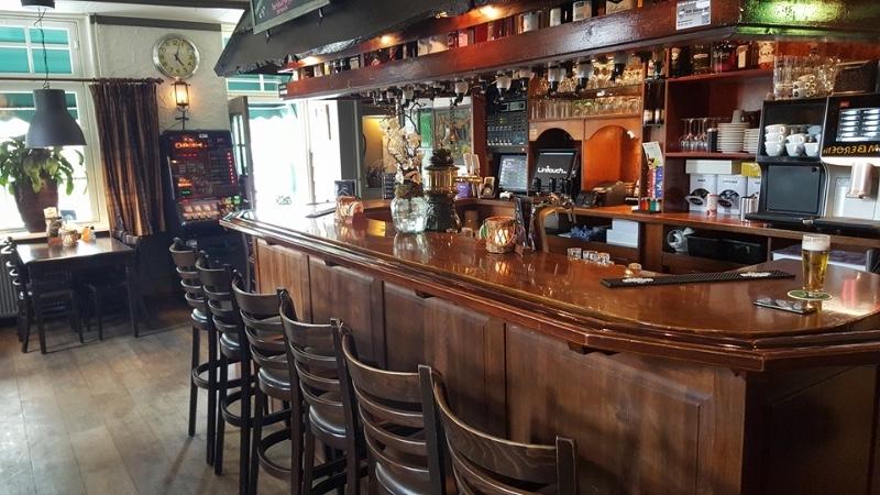 Tapperij-Eetcafe-De-Zwaan-bar