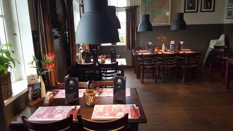 Tapperij-Eetcafe-De-Zwaan-tafels