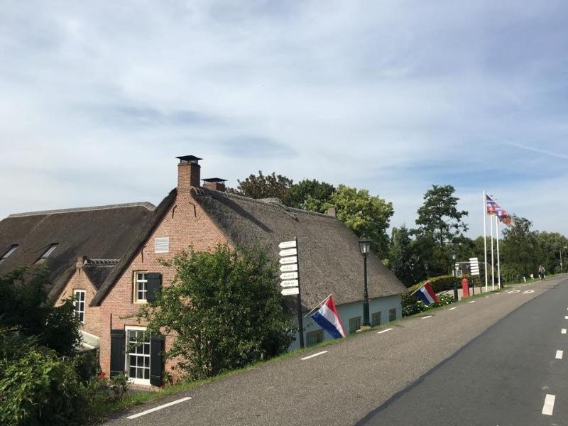 Herberg-Restaurant-De-Lingehoeve-Oosterwijk-dijk