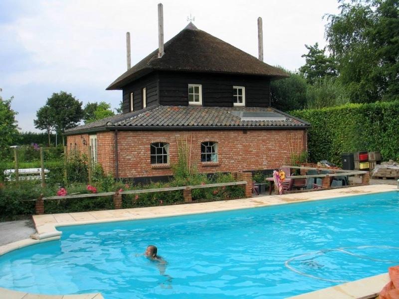 De-Gelderse-morgen-Buurmalsen-zwembad