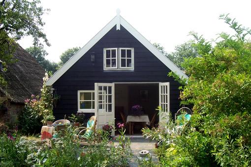 Boerderij-De-Wetering-Schoonrewoerd-tuinhuis