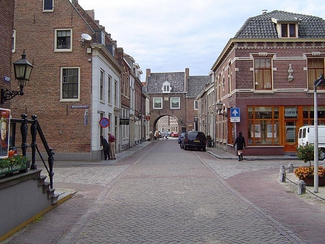 De stadspoort van Buren