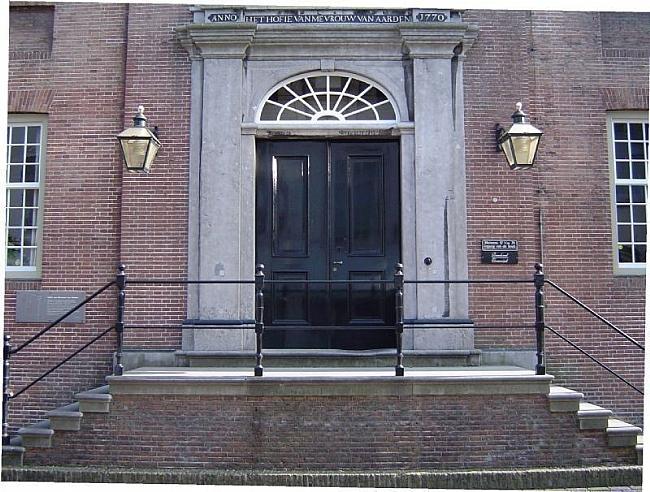 Hofje-van-mevrouw-van-Aerden-hoofdingang