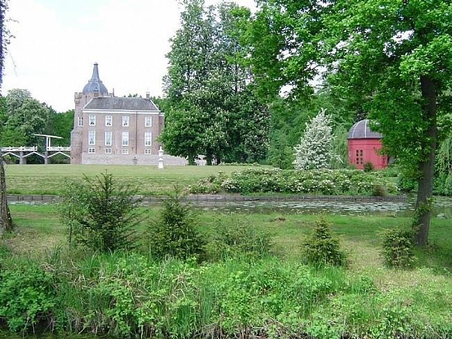 Het-kasteel-Merckenburg-in-Heukelum