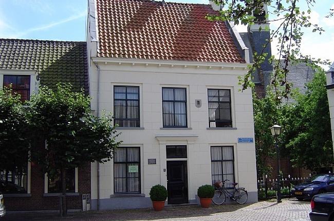 Het-Oude-Stadhuis-Heukelum