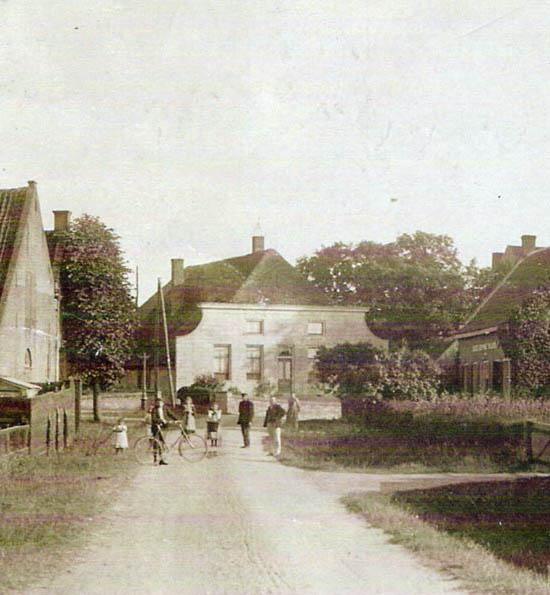 De oude 'Dorpsstraat' van Rhenoy