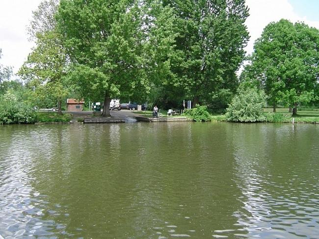 De Veerstoep in Oosterwijk, oversteek van de Linge naar Heukelum
