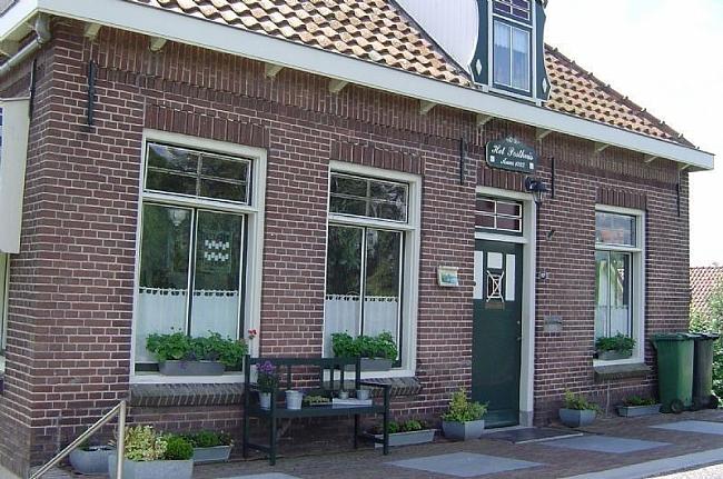 Het Posthuis in Spijk van de voorkant bezien
