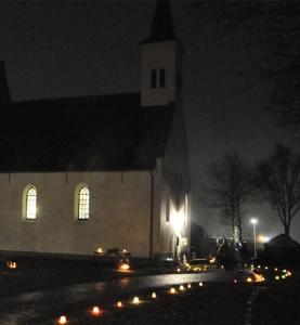 Kerk Kapel Avezaath bij avond
